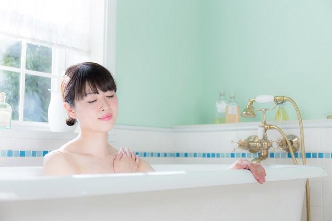 お風呂に粗塩を入れて入浴する