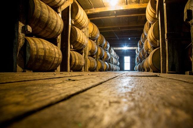 様々な樽でウイスキーを熟成